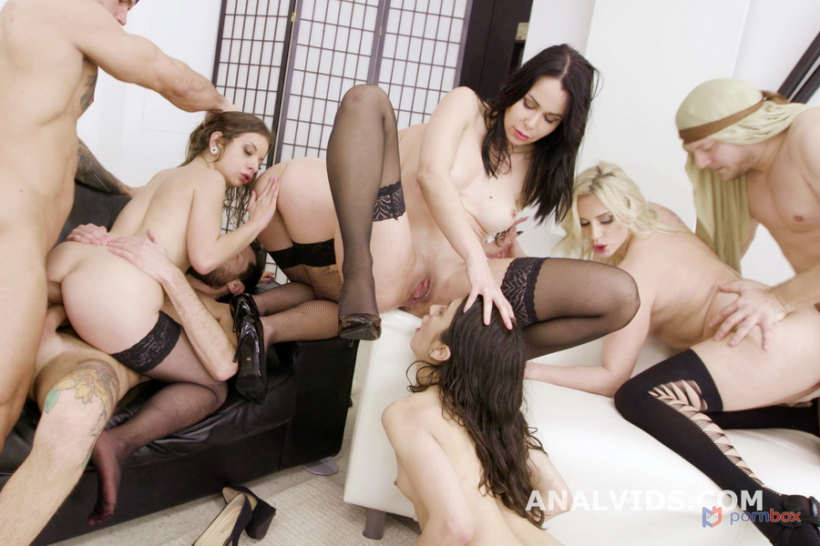 Brittany Bardot, Mary Jane, Francesca Palma, Jessy Jey, Elisabetta Zaffiro - The Befana Comes To Water The Sheep And Brings 3 Kings, Balls Deep Anal, DAP, Pee Drink, Gapes, ATOGM, Buttrose Licking GIO1703 (FullHD) 2021